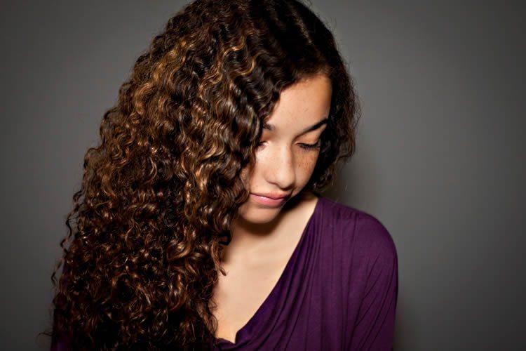 Komaza Hair Care Model Curly Hair
